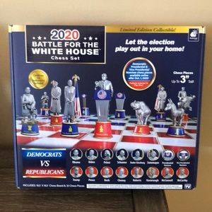 LE 2020 Battle for the White House chess set